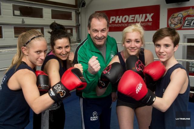 Carole-Anne Mercier, Marie-Line Dallaire, l'entraîneur chef Jean Gauthier,... (Imacom, René Marquis)