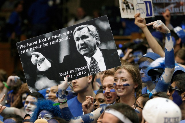 Dean Smith, décédé le 7 février à l'âge de... (PHOTO MARK DOLEJS, ARCHIVES USA TODAY)
