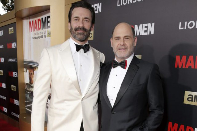 Jon Hamm, interprète de Don Draper, et Matthew Weiner,... (Photo: AP)