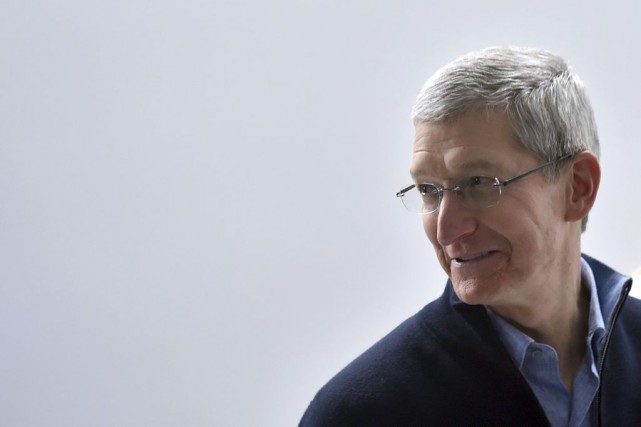 Tim Cook, le patron d'Apple, n'est pas le premier... (Photo Josh Edelson, Archives AFP)