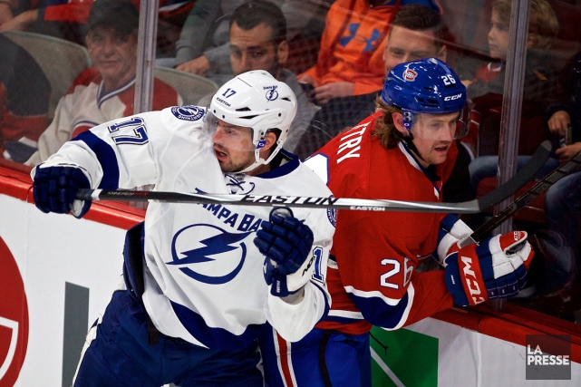 Alex Killorn met en échec Jeff Petry.... (PHOTO ANDRÉ PICHETTE, LA PRESSE)