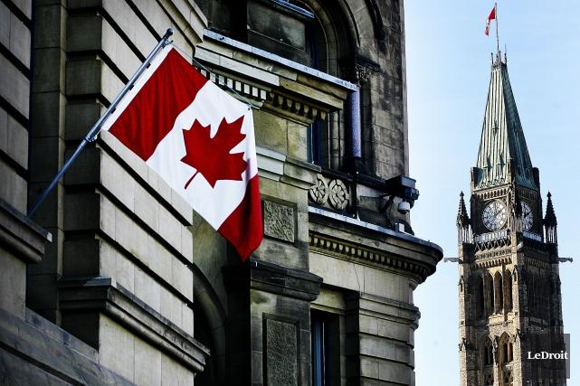 Le gouvernement fédéral a affiché vendredi un léger surplus pour les 10... (PHOTO ÉTIENNE RANGER, ARCHIVES LEDROIT)
