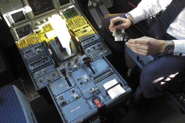 Plusieurs compagnies aériennes ont décidé d'imposer à leurs... (PHOTO ALBERT GEA, ARCHIVES REUTERS)