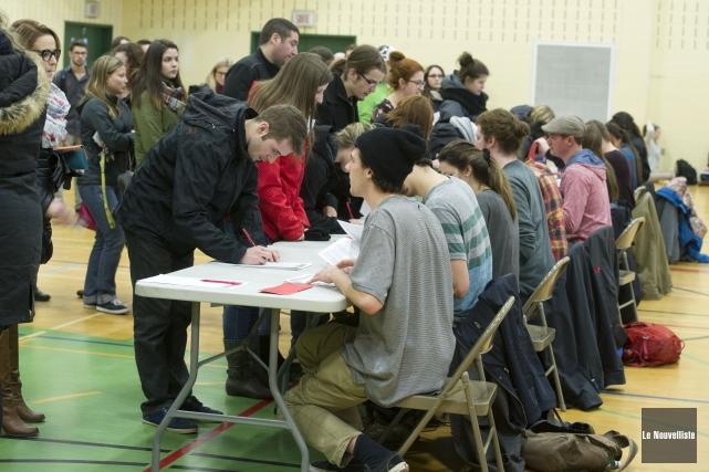 Vendredi après-midi, les étudiants de l'UQTR ont rejeté... (Photo: Stéphane Lessard Le Nouvelliste)
