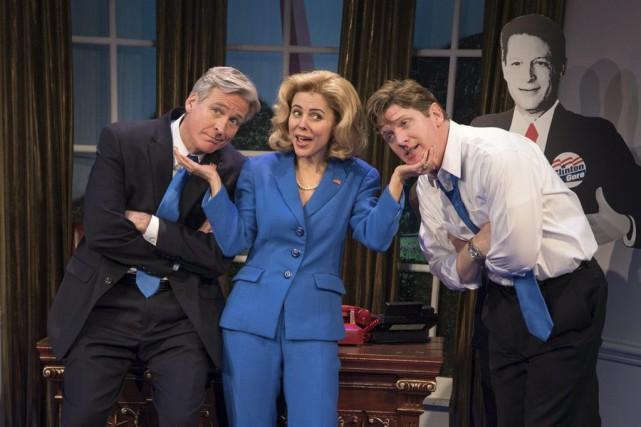 De gauche à droite: Tom Galantich (dans le... (Photo AP / JT-Pr, Russ Rowland)
