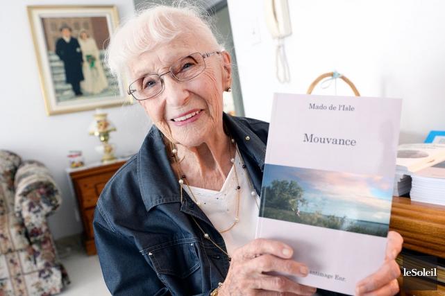 Mado de l'Isle, 95 ans, montre fièrement le... (Photo Le Soleil, Jean-Marie Villeneuve)