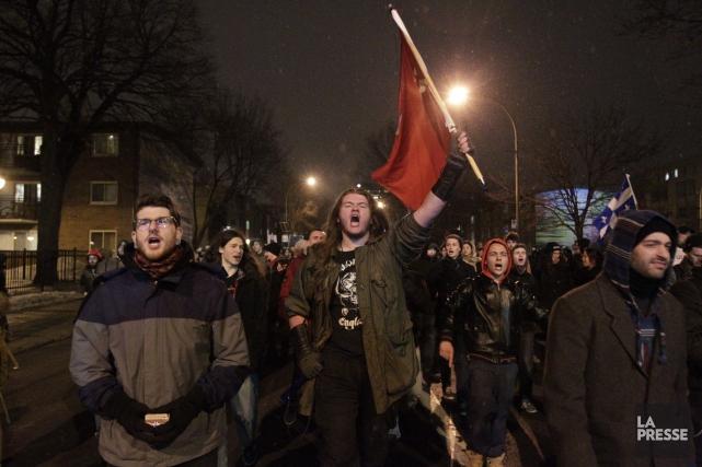 Vers 20 h 20, des milliers de manifestants... (PHOTO EDOUARD PLANTE-FRÉCHETTE, LA PRESSE)