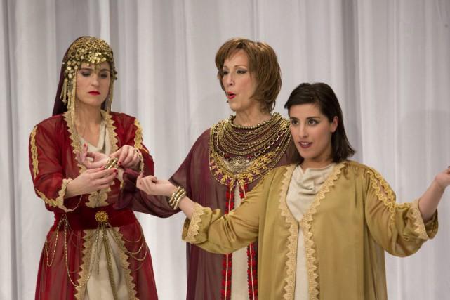 Salomé Corbo, Danielle Proulx et Elkahna Talbi dans... (Photo Christine Bourgier, fournie par Espace libre)