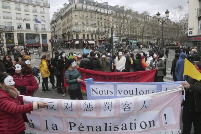En France, où la prostitution est légale, on... (PHOTO JACQUES DEMARTHON, AFP)