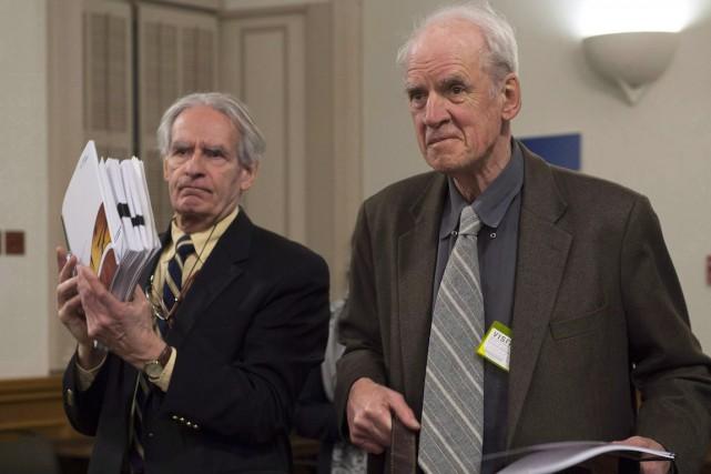 Charles Taylor (à droite) considère que les commentaires... (Jacques Boissinot, Archives La Presse Canadienne)