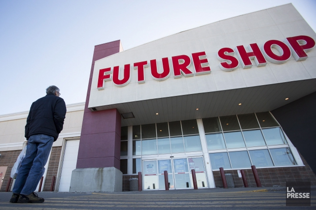 Employés et clients des Future Shop de Québec... (La Presse Canadienne)