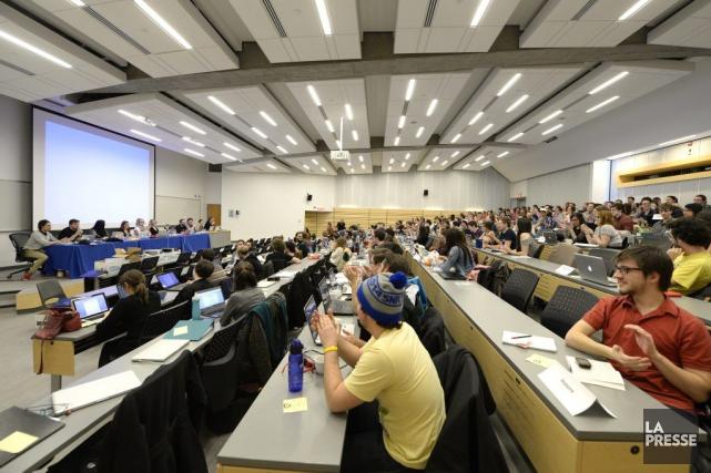 Les quelque 300 délégués des 83 associations étudiantes... (Photo Bernard Brault, La Presse)