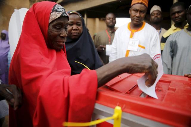 Dans environ 300 bureaux de vote, sur 150... (PHOTO AKINTUNDE AKINLEYE, REUTERS)