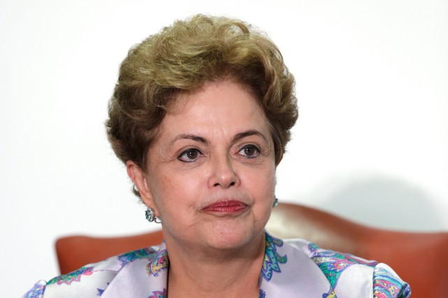 La présidente brésilienne Dilma Rousseff se retrouve de... (PHOTO ERALDO PERES, AP)