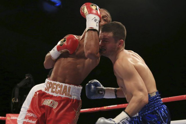 Jo Jo Dan encaisse un uppercut de Kell Brook.... (Photo Nick Potts, AP)