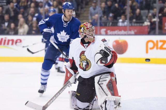 Craig Anderson tente en vain de bloquer le... (PHOTO FRANK GUNN, LA PRESSE CANADIENNE)