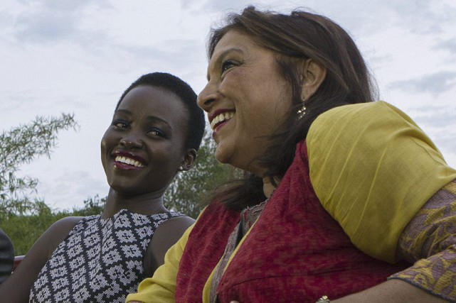 Lupita Nyong'o (à gauche) et la réalisatrice Mira... (PHOTO ISAAC KASAMANI, AFP)