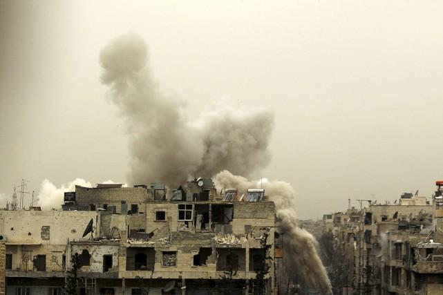 Des projectiles provenant des rebelles ont frappé cet... (PHOTO REUTERS)
