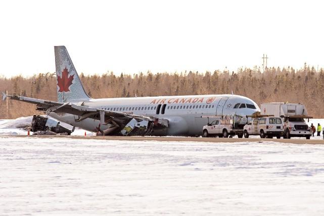 L'avion a glissé sur 340 mètres avant de... (La Presse Canadienne)