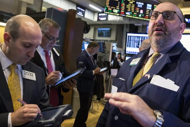 Wall Street a nettement monté lundi, saluant la perspective de mesures de... (PHOTO BRENDAN MCDERMID, REUTERS)