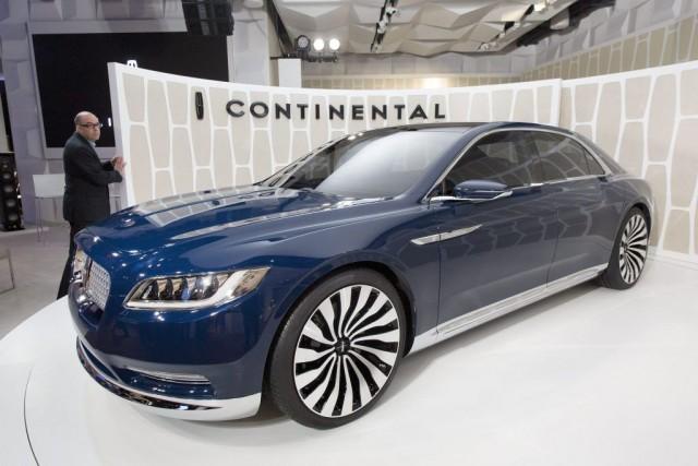 Le véhicule concept Lincoln Continental présenté au Salon... (PHOTO MARK LENNIHAN, ASSOCIATED PRESS)