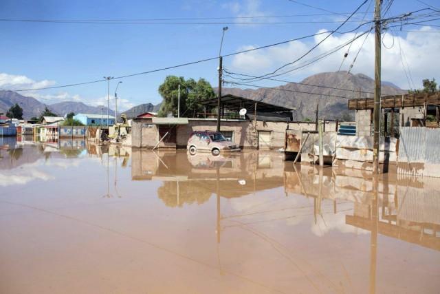 La rivière Copiapo a débordé de son nid... (PHOTO PABLO SANHUEZA, AFP)