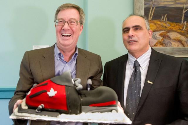 Le maire Jim Watson, en compagnie du conseiller... (Martin Roy, LeDroit)