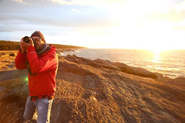 Hugo Latulippe lors d'un tournage à l'île Verte... (Photo Mathieu Roy)