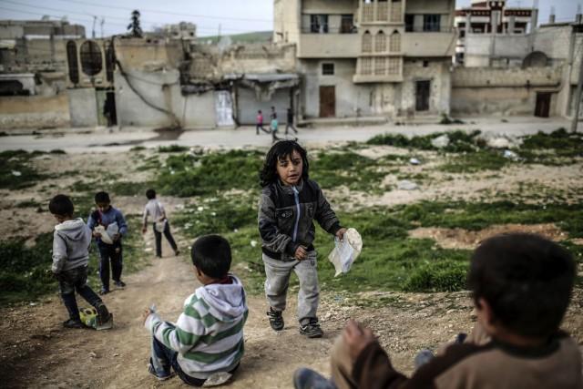 «Quatre Syriens sur cinq vivent dans la pauvreté,... (PHOTO YASIN AKGUL, ARCHIVES AFP)