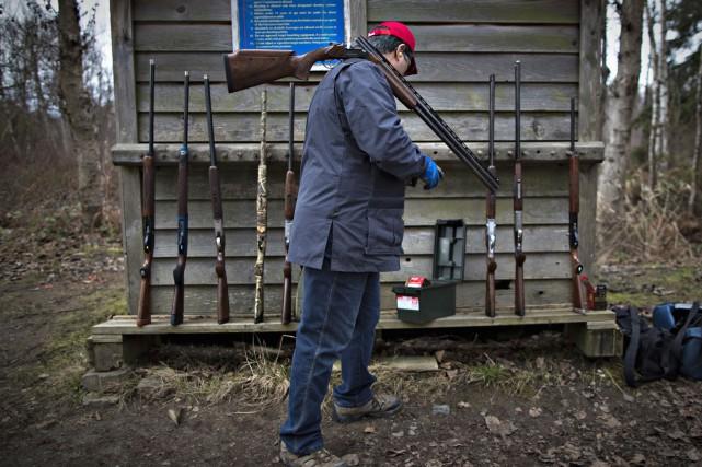 La décision du gouvernement Harper de détruire le registre des armes d'épaule... (Archives Reuters)