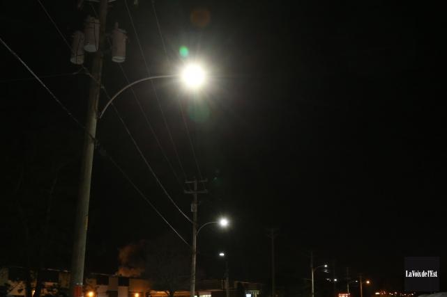La mise en oeuvre de la nouvelle politique d'éclairage de la Ville de Magog... (Archives La Voix de l'Est)