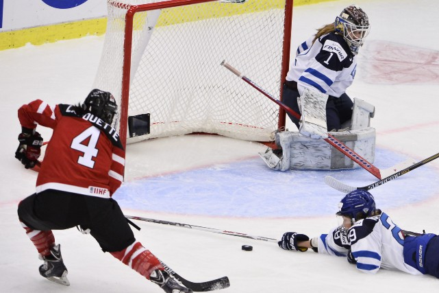 Brigitte Lacquette inscrit le premier des six buts... (PHOTO AFP/ AGENCE TT NEWS)