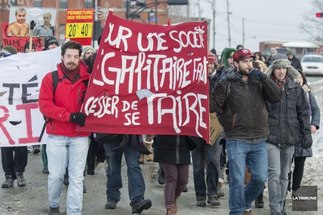 Des professeurs de l'Université de Sherbrooke se rangent derrière les étudiants... (Archives La Tribune, Frédéric Côté)