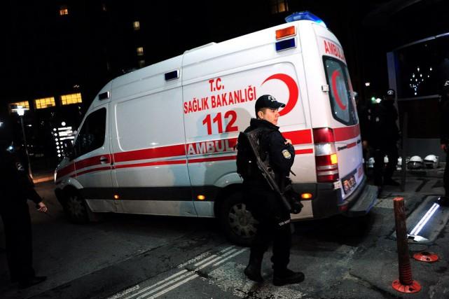 Plusieurs explosions et au moins une vingtaine de... (PHOTO OZAN KOSE, AFP)