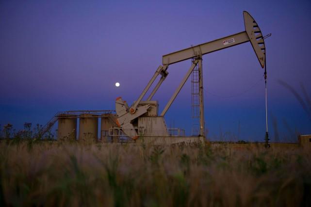 Les cours du pétrole ont reculé pour la troisième journée consécutive mardi à... (PHOTO ARCHIVES AFP)