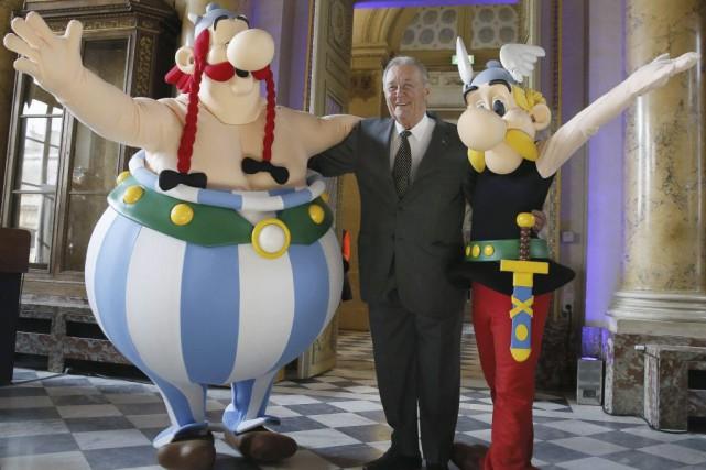 Albert Uderzo en compagnie de ses personnages Obélix... (Photo: AFP)