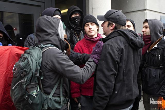 Des manifestants ont bloqué les entrées de l'UQAM... (Photo: Patrick Sanfaçon, La Presse)