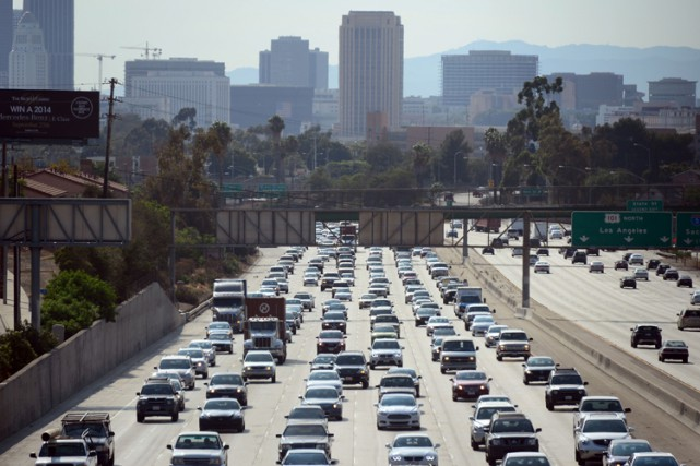 Le trafic routier à Los Angeles est particulièrement chargé et la Cité des... (Photo: AFP)