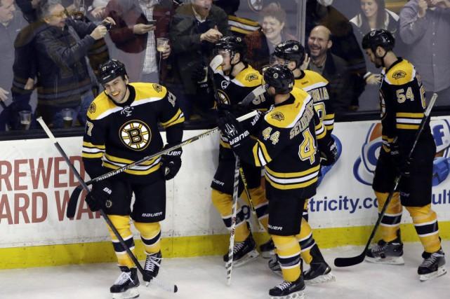 Milan Lucic a brisé l'impasse à 18:51 en troisième période et les Bruins ont... (Photo: AP)