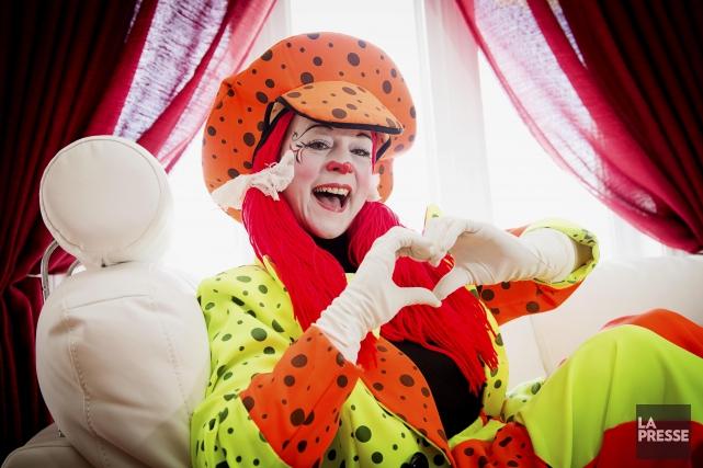 Julie Guèvremont est Étincelle, un clown magique qui... (PHOTO ALAIN ROBERGE, LA PRESSE)