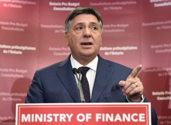 Le ministre des Finances de l'Ontario Charles Sousa.... (La Presse Canadienne)