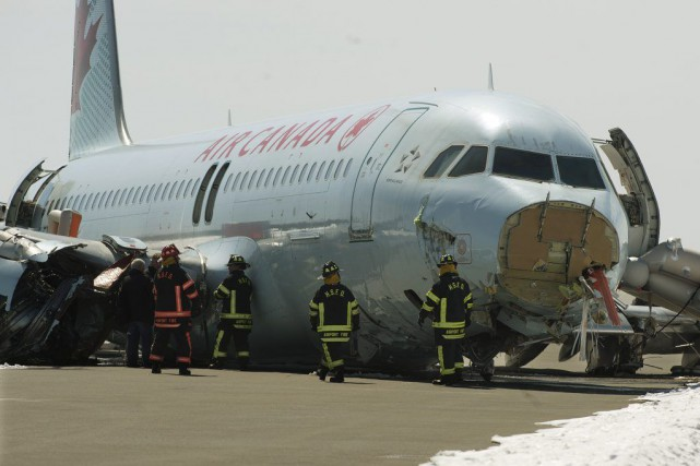 Halifax l 39 avion accident d 39 air canada a t retir de la for Interieur avion air canada