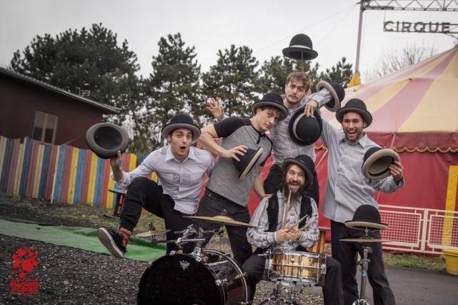 La jeune troupe Machine de Cirque.... (Photo: Yohann Trépanier, fournie par Montréal complètement cirque)