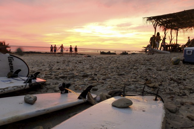 Une autre journée de surf se termine à... (Photo Charles-Edouard Carrier, collaboration spéciale)