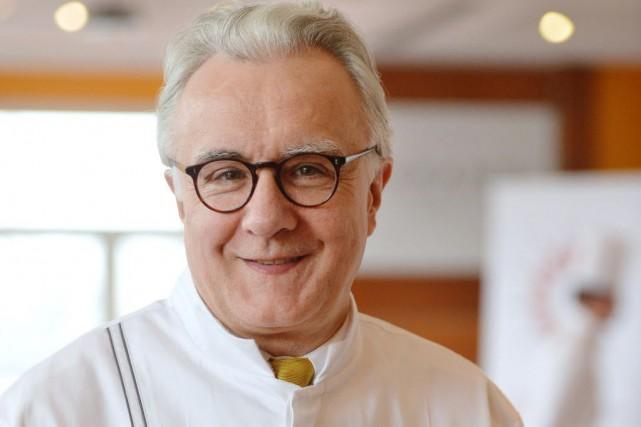 Le chef Alain Ducasse... (PHOTO MIGUEL MEDINA, AFP)