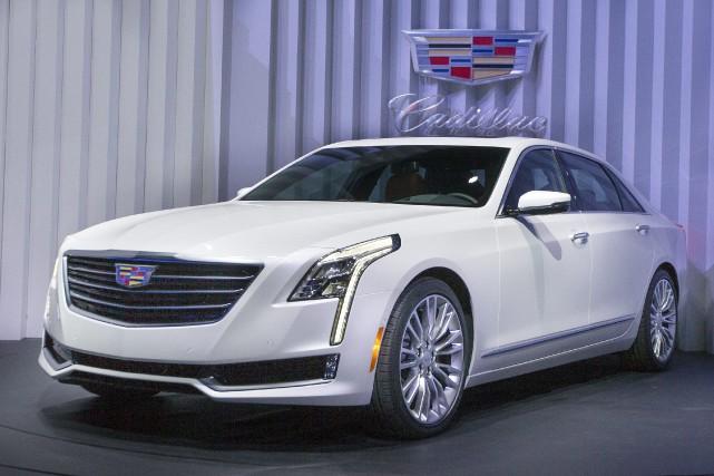 La nouvelle Cadillac CT6 a été dévoilée mardi... (PHOTO JOHN MINCHILLO, AP)