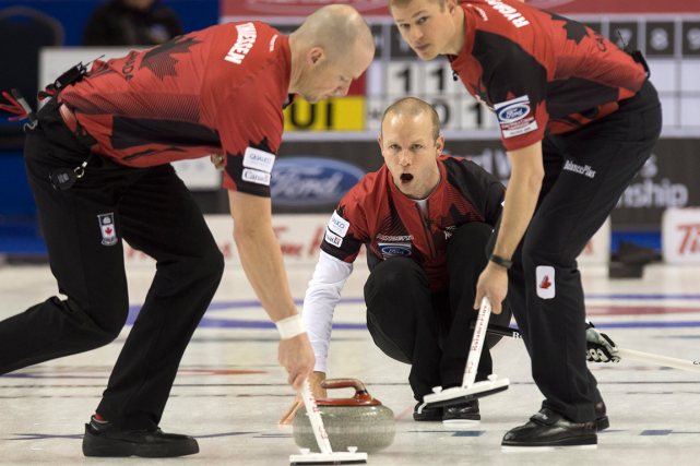 Le skip de l'équipe canadienne de curling, Pat... (Photo Andrew Vaughan, PC)
