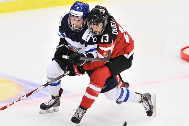Les Canadiennes ont battu les Finlandaises 6-2, mardi,... (Photo Claudio Bresciani, AP)