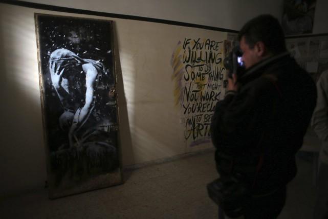 Un graffiti de l'artiste mondialement connu Banksy, réalisé lors d'une récente... (Photo: AFP)