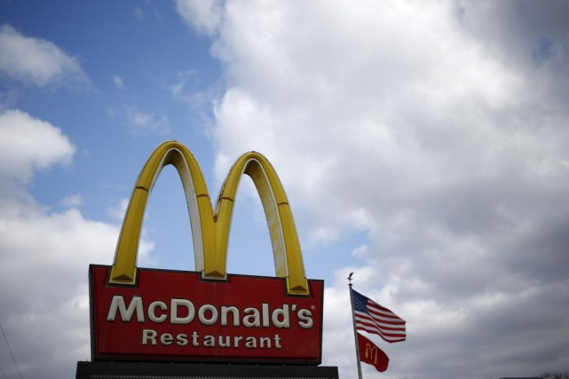 McDonald's, sous pression des syndicats, va augmenter les... (Photo Jim Young, archives Reuters)